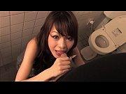 Видео девушек трахают искусственным членом