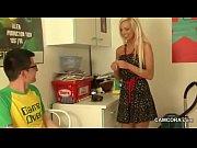 Порно видео красивая девушка сосет