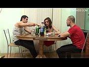 Старый русский дед занимается сексом с молодой девушкой
