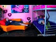 Смотреть как парень чпокает сваю симпатичную блондинку на кровате