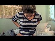 Парент трахает жестко девушку на кровати