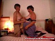 Группа мужиков наслаждаются сексом со зрелой женщиной порно-ролики