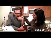 лысый парень ласкает киску порно видео