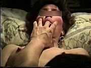 Порно из влагалища вытекает густая сперма