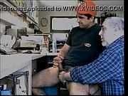 mão amiga com coroa e moreno lindo – Gay Porn Video