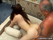 Секс пожилых с молодыми девушками
