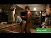 Порно видео застукала на кухне