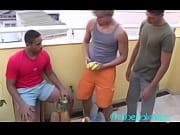 vídeo Levando um moreno gostoso pra cama - http://whatsdoporno.com