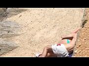 O voyeur pegou no flagra o casal novinho dando uma rapidinha na praia - http://www.videosdeflagrasamadores.com