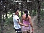 Парень с огромным членом трахает девушку в зад