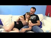 Парнишка на кроватке буравит в влажную пизденку сексуальную даму с большими грудьми