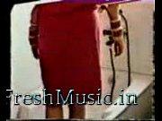 Девушка трахает свой анус фаллосом на присоске видео