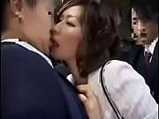 混みあうBUSの中で近くの男二人に逆チカンしてその場でファックしちゃう超ヘンタイなむっつりスケベな女御姉さん