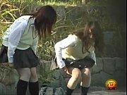 (10代小娘)シロウト10代小娘がセイフク来たまま草むらで小便☆BOYみたいに立ちションを隠し撮り