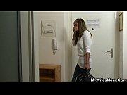 Novinha flagra seu namorado comendo sua mãe