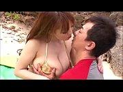 M男なおじさんをビーチで誘惑するドヘンタイかつ超超乳のHitomi(田中瞳)。気持ちいいことされすぎて