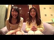 「どっちの胸が感じやすいとかある?」インタビューしながらの乳首弄りレズセックスのハメ撮り動画!