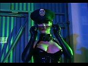 golaya-devushka-v-forme-politseyskogo