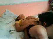 Лесбиянки жестко трахаются на кровати