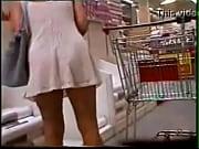 se agachando de vestido no supermercado   www xsadulto com