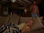 Мастурбирует пока муж спит
