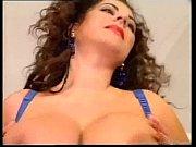 Красивая русская девушка показывает свои прелести фото