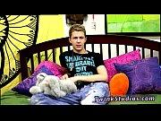 Смотреть порно жестко трахает блондинку в масле на красном диване фото 391-731