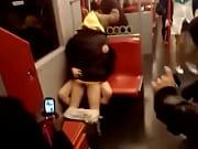 paren-drochit-v-metro