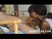 Жена трясет сисками перед камерой онлайн