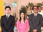 杉崎夏希│イチゴ柄の幼い下着を着けた小柄な童顔娘が求められたら断れないんです…と男優さん二人相手に過激な3Pセックス最後は顔射w