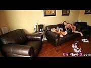 две классные русские девченки с парнем на кресле