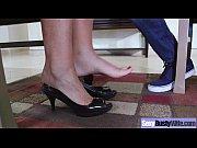видео как правильно садится ссать в платье