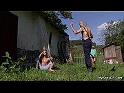 Смотреть онлайн парень лижет двум русским девушкам