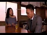 【小早川怜子】「内緒にしておきますよ♡」家庭訪問に来た息子の担任を誘惑する巨乳で痴女な人妻が中出しセックスまでさせていた【熟女アダルト動画】