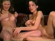красивая девушка занимается сексом в душевой кабине