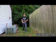 Трахалки видео две женщины трахуют мужика