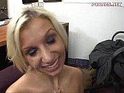 Девушка трахает парня в попу пальцем и сосет член