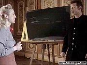 教室で金髪美女が、ちんぽで突かれ、顔にたっぷりとザーメンを降らされます。お掃除のフェラも濃厚に。