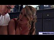 Девушки ссат в рот парням стоя видео