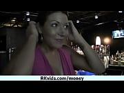 Видео девушка раздевается за деньги