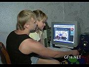 Смотреть порно онлайн мать помогает дочке