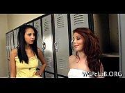 женщина показывает свою киску порно видео