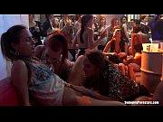 Лесбиянки под столом лижут ноги и пальцами ног по клитору