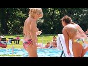 プールで過激なビキニの巨乳お姉さんを盗撮
