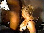 Как мама учит дочь заниматься сексом