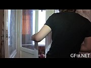 Видео девушка показывает пизду перед камерой