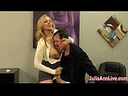 Олеся мастурбирует в старом кресле порно