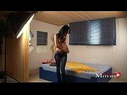 девушка в мини юбке показывает мохнатую пизду 27фото