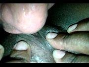 Passando a linguinha na xoxota da negra