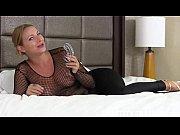Всаживают друг другу во влагалище разные предметы порно видео